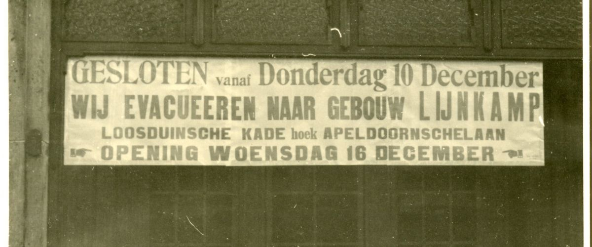 Sign on a shop in Valeriusstraat: 'We evacuate to...'.